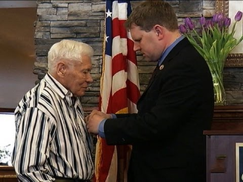 Purple Heart Awarded To 89-year-old Wwii Veteran video