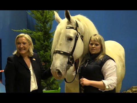 Reportage sur Marine Le Pen au Salon Agriculture 2015