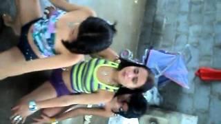 as meninas dançando no treyller da vera