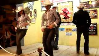 BORN TO ROLL - TURNING 41 / THE SOUTHERN GANG / Danse country de style catalan