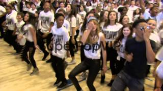 Flash Mob with R5, Mindless Behavior and Bella Thorne at ...