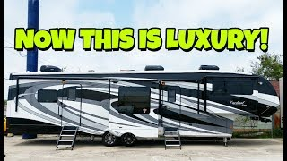 Ultra LUXURY Cardinal Estate front Living room Fifth Wheel!