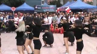 Màn nhảy của sv Khoa NT&MTCN trường ĐH Kiến trúc Hà Nội