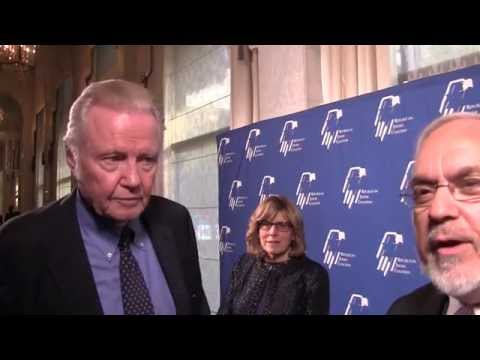 Jon Voight praised for rallying free-people to thwart Islamism over Israel & the West