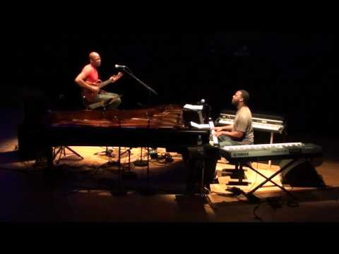 Robert Glasper&Lionel Loueke - Live At JazzÀ La Villette,Paris,2012