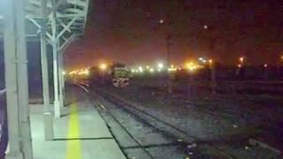 video Ferrocentral - Línea Mitre - Ramal Retiro / Córdoba -La locomotora Alco RSD-16 8248 remolcando a la GM GT-22 9026 en Rosario, realizando maniobra de inversió...