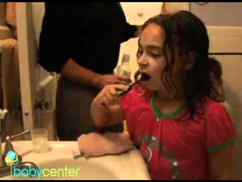 How to brush and floss your child's teeth. Dr Ricardo Perez