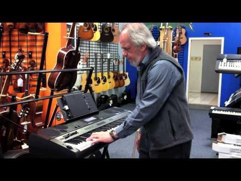 Casio WK-7500 demo at B's Music Shop w Ipad 2