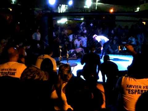 Peleas Vale todo - Guayaquil 26 de Mayo de 2012 Espartano VS Dinamita (1)