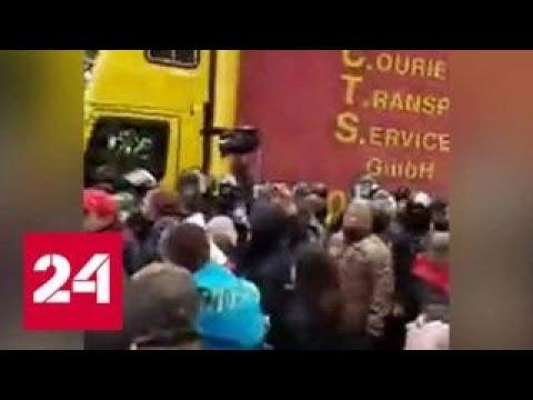 Сторонники Саакашвили отбили у полиции автобус с аппаратурой - Россия 24