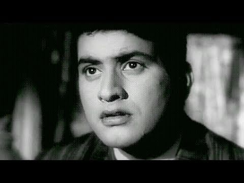 Manoj Kumar gets afraid of Ghost - Woh Kaun Thi Scene