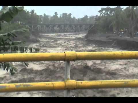 Banjir Kali Pabelan 2011.wmv