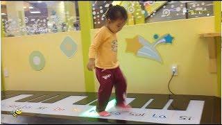 Bé Ong Quậy Tưng Bừng Trong Khu Vui Chơi Trẻ Em Tini World - Funny Baby Laugh On Loud In Tini World