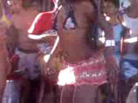 Safadas dancando na praia com mini: biquine Brazilian girl