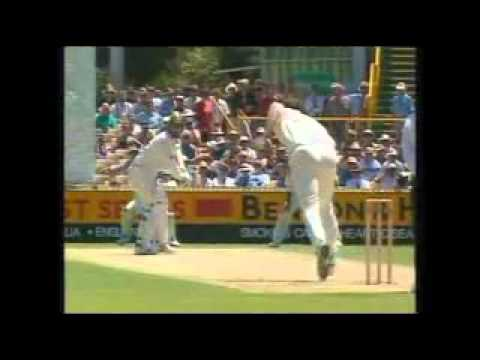 Funny Cricket Wonders And Blunders, (part 4, Fielding Blunders) .flv video