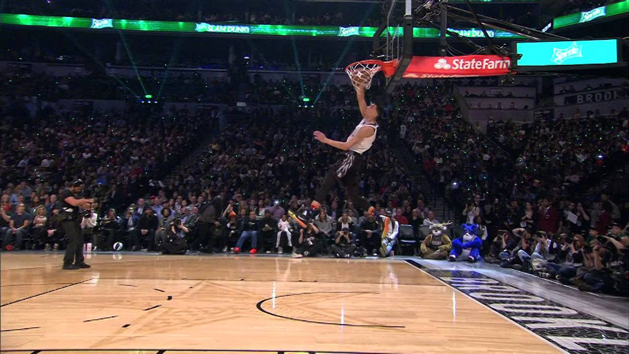 Zach LaVine fait le « Space Jam » Dunk