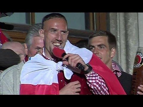Showman Franck Ribery! Der Franzose stellt seinen Sohn vor   FC Bayern Meisterfeier
