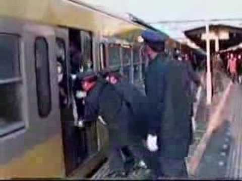 how to load people on a train in japan