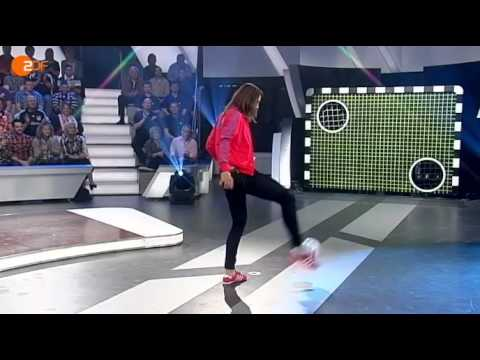 Torwand: Tennisprofi Andrea Petkovic  gegen den YouTube-Kandidaten