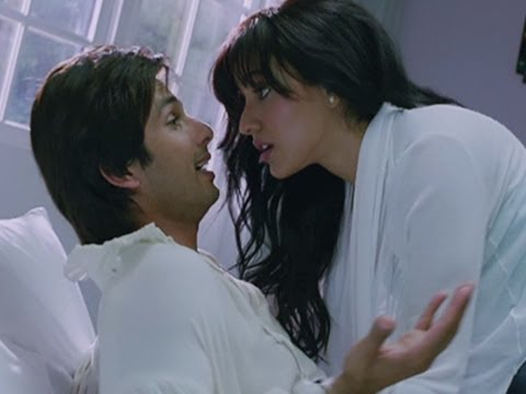 Shahid Breaks Up With His Girlfriend - Teri Meri Kahaani video