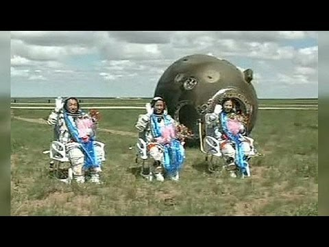 China Shenzhou-10 astronauts return safely to earth