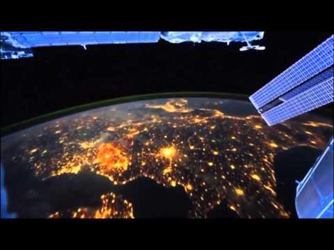 Ночной полет над землей из космоса! Класс ! Красиво, жуть !