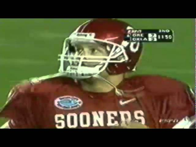 Oregon safety JD Nelson intercepts a pass from Oklahoma QB Rhett Bomar 12-29-2005