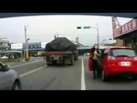 Смешные истории о женщинах за рулем