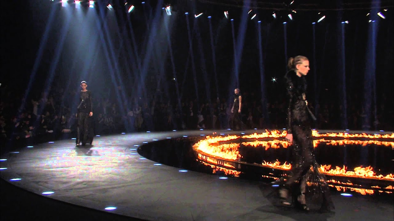 How To Make A Runway Stage For A Fashion Show