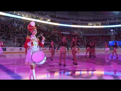 Выступление Sochi Queens и шоу барабанщиц Burlesque на льду
