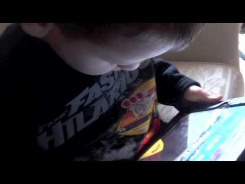 2012: Stefan gioca con l'ipad BAMBINI DIVERTENTI VLOG – Vlog Giornalieri