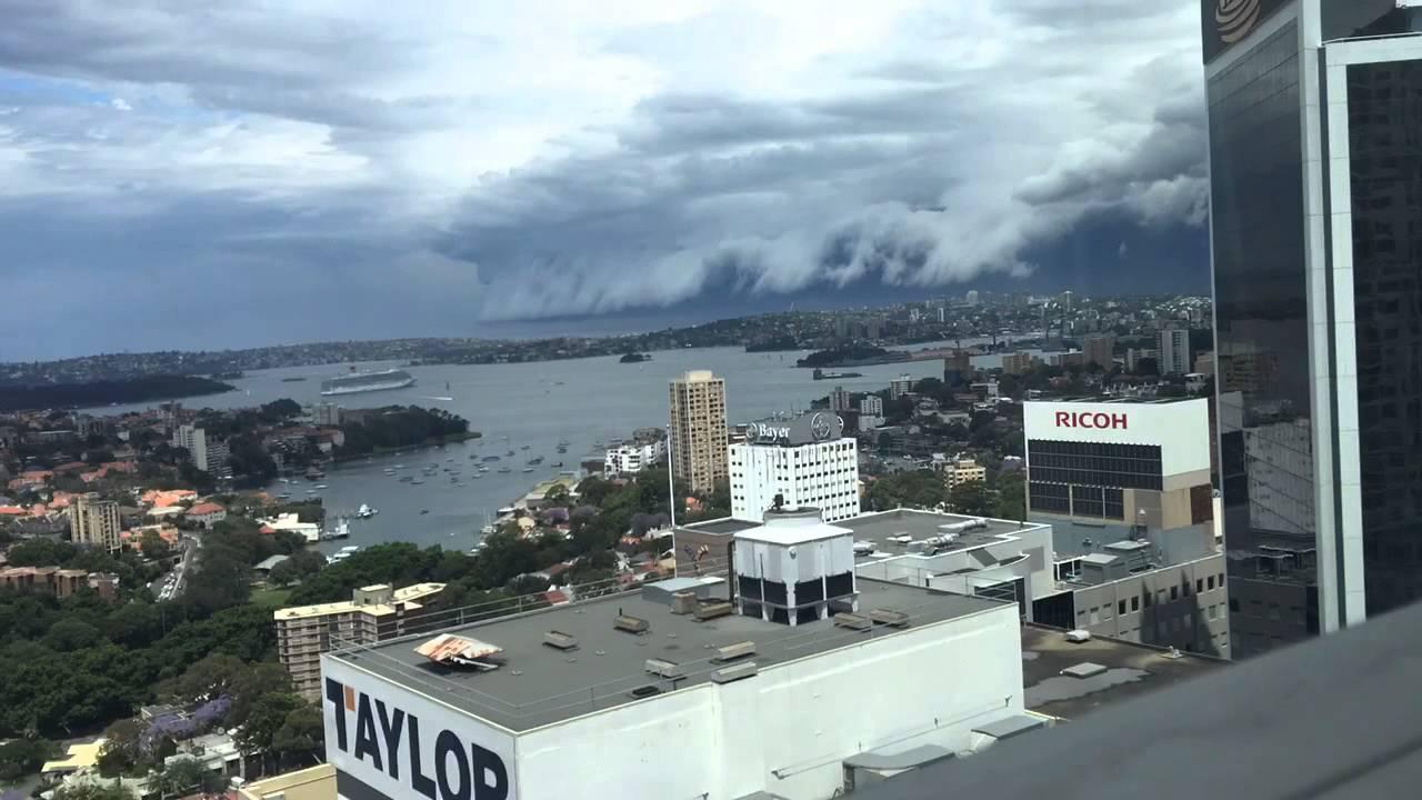 Hátborzongató felhőcunami Sydney felett - videóval