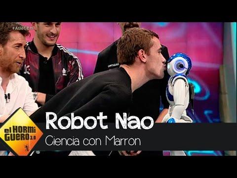 El robot que es capaz de cantar el himno del Atleti con Koke y Griezmann - El Hormiguero 3.0