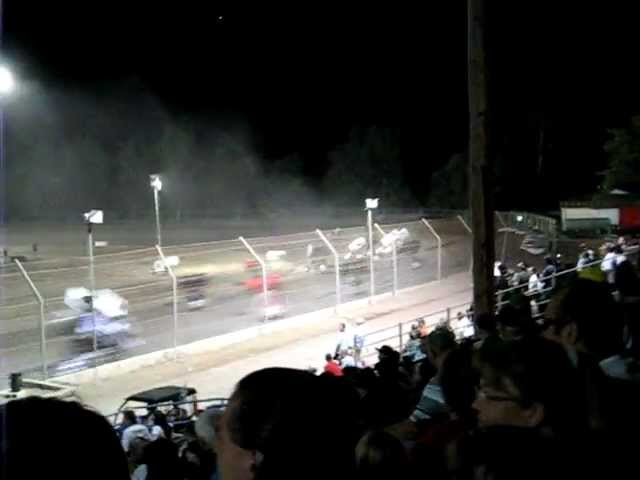 King of the West Sprint Car Crash @ Giant Chevrolet King's Speedway 10/15/11