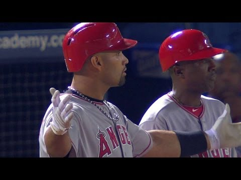 LAA@ATL: Pujols' hit brings the Angels within a run