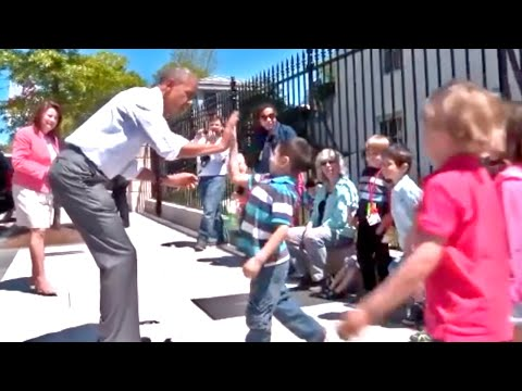 President Obama Surprises Kids in Front of White House