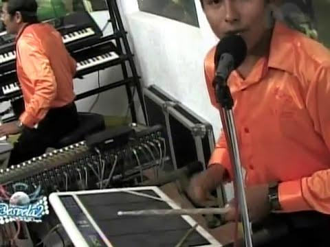 ALEX y sus teclados(faldas cortas 2)