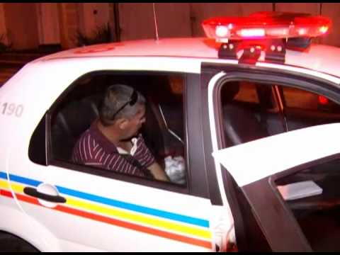 Casal de moto e motorista embriagado se acidentam