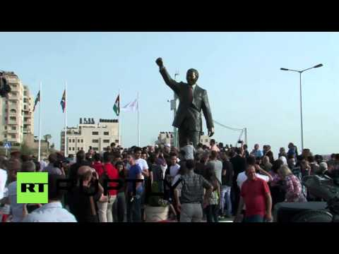 State of Palestine: South Africa gives Ramallah Nelson Mandela statue