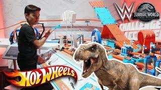 JURASSIC WORLD: FALLEN KINGDOM DINOSAUR BATTLE!!! WWE & HOT WHEELS at Toy Fair Week!