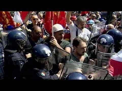 Italian steel workers block motorway in protest at job cuts