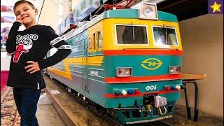 Железная дорога для детей с огромными макетами поездов и паровозов Kids trains video