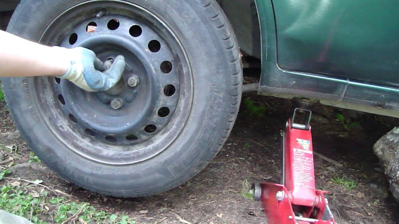 How To Change Tyre Of Toyota Corolla Youtube