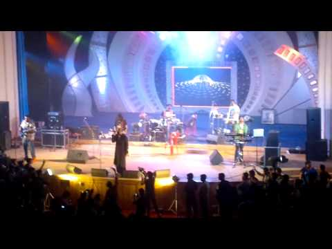 Benny Dayal At Oec (lat Lag Gayi) 2013 video