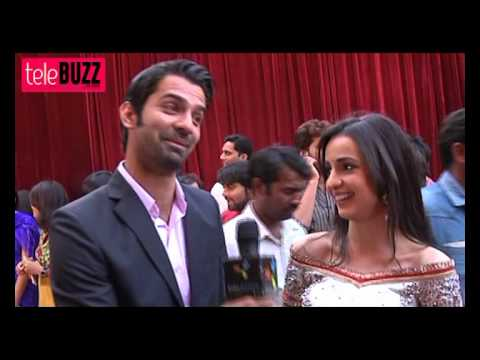 Khushi GETS HURT & Arnav TAKES CARE in Iss Pyaar Ko Kya Naam Doon 30th August 2012