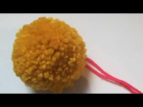 Como hacer pompones para decorar bufandas... [FÁCIL]