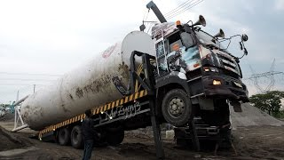 Self Loader Truck Transporting Silo