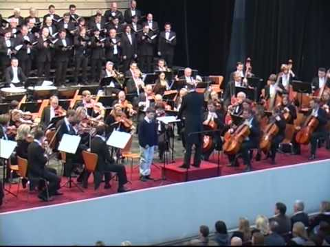 Chichester Psalms by Leonard Bernstein, David Cizner and philharmonic orchestra and chorus