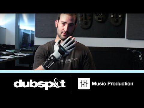0 This guy makes dubstep with a Nintendo Power Glove