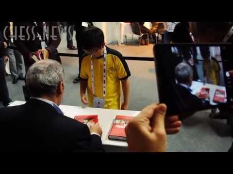 Kasparov signing books